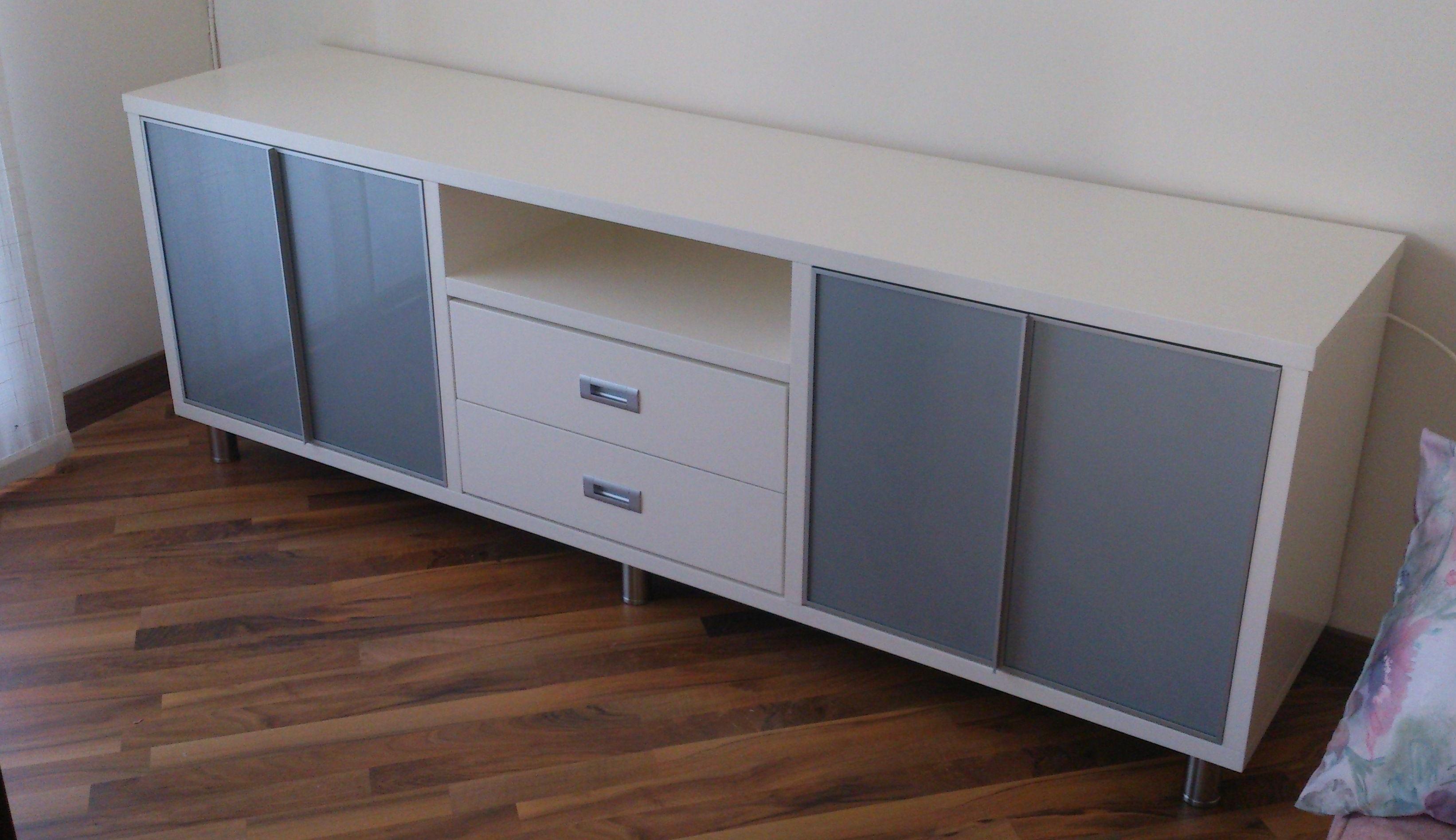 Mueble bajo para salon lacado en Blanco Roto