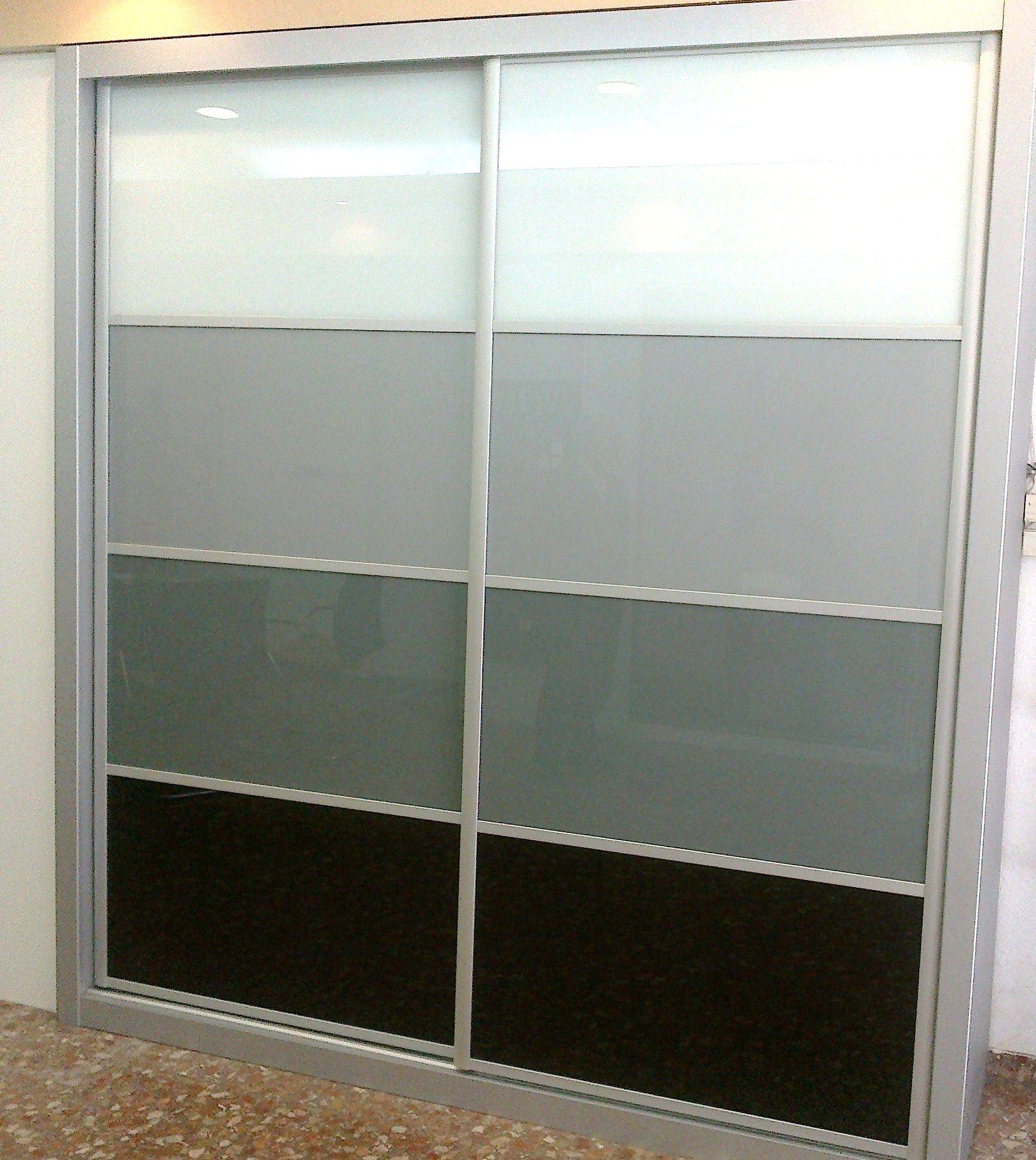Frente de armario, con paneles de cristal Lacobel en degradado