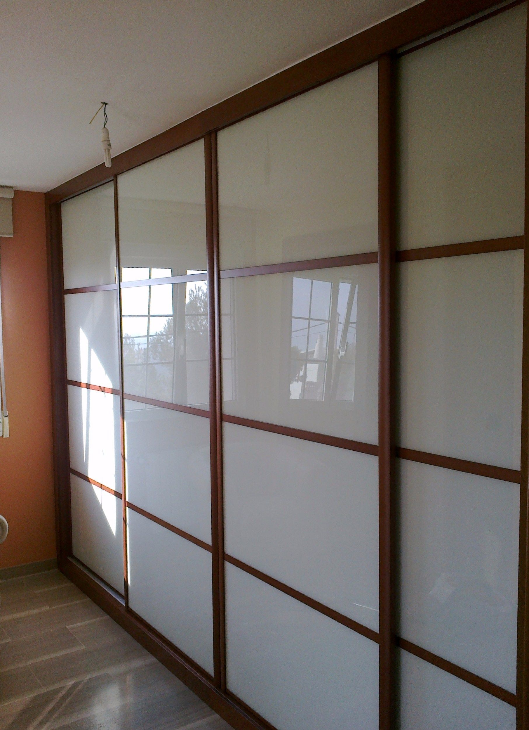 Frente mod.Japones, perfi, en Cerezo tintado y cristal Lacobel Blanco