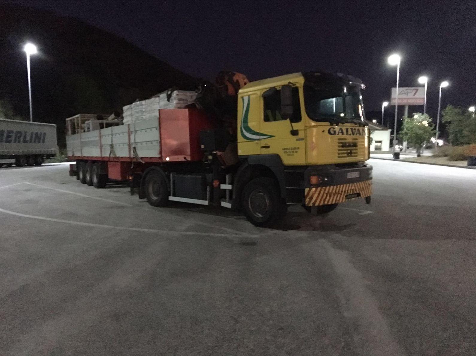 Camión grúa: Servicios de Transportes y Grúas Galván - Alquileres Galván