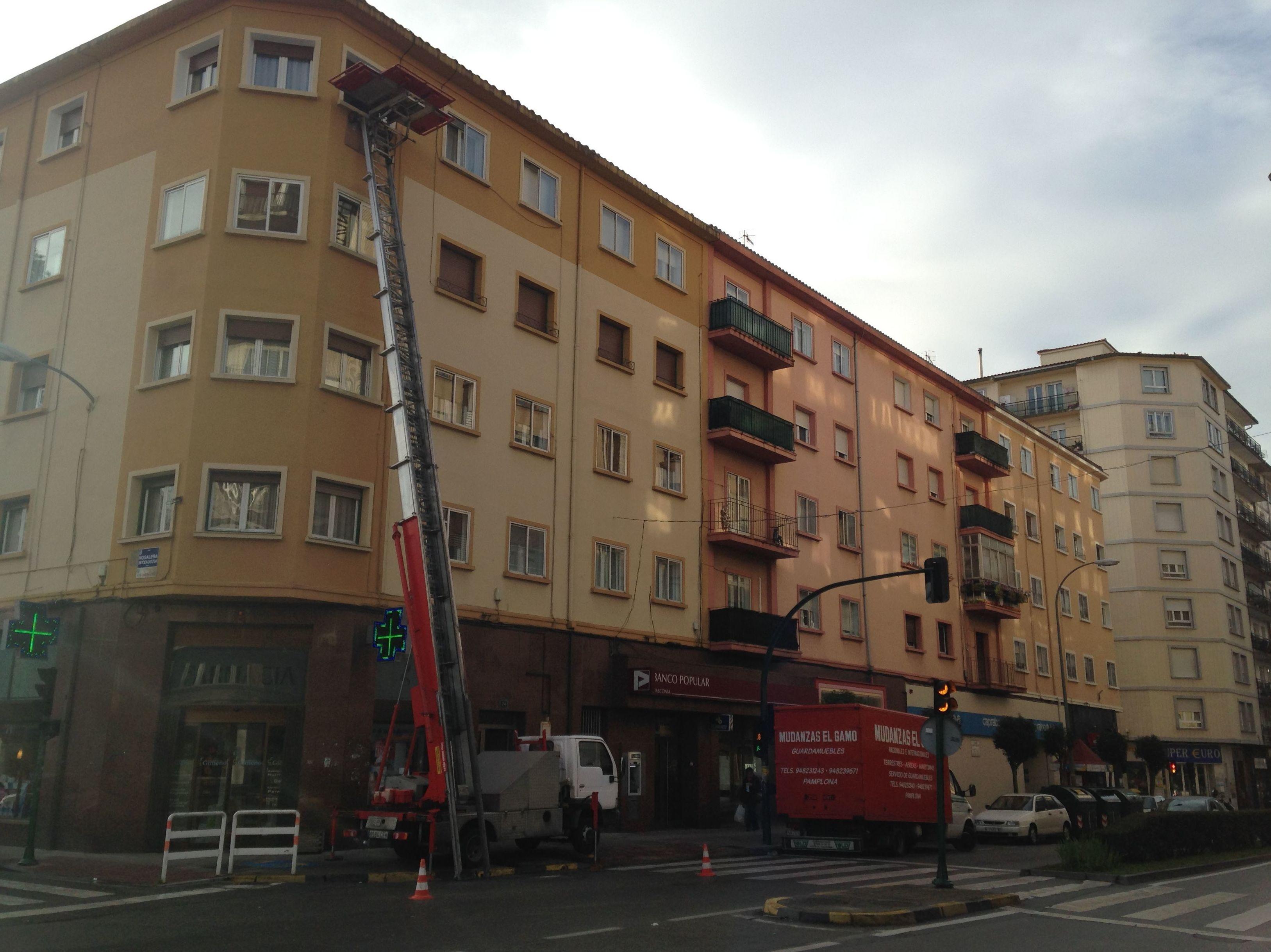 Mudanzas Gamo: En la calle mayor de Burlada, ¡ con uno de nuestros montamuebles!