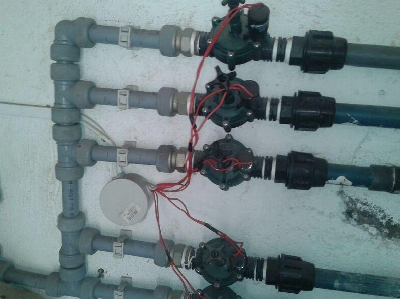 Reparacion válvulas eléctricas de un sistema de riego de un jardín
