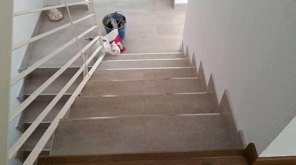 Escaleras con pasos de porcelánicos