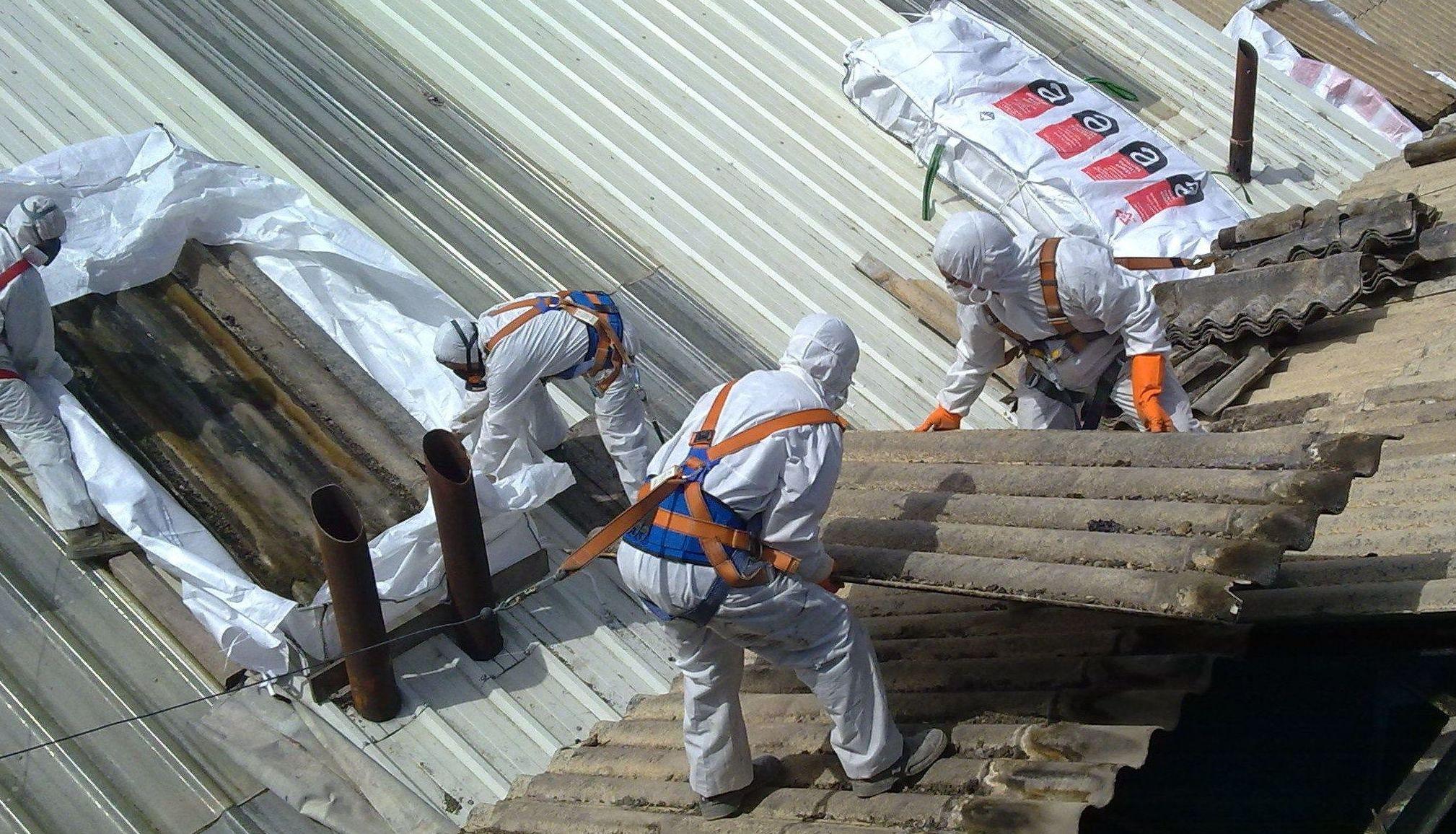Desmontaje de cubierta de una fabrica azucarera
