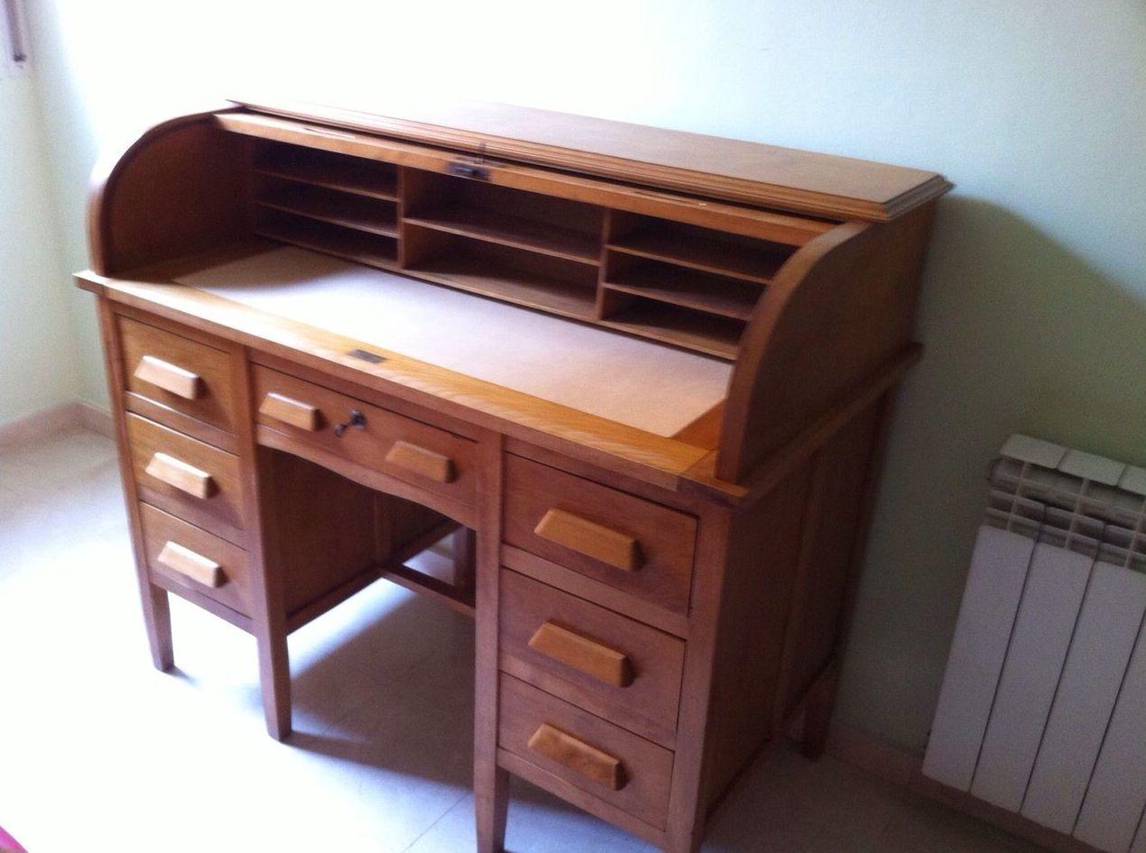 Escritorio de madera antiguo