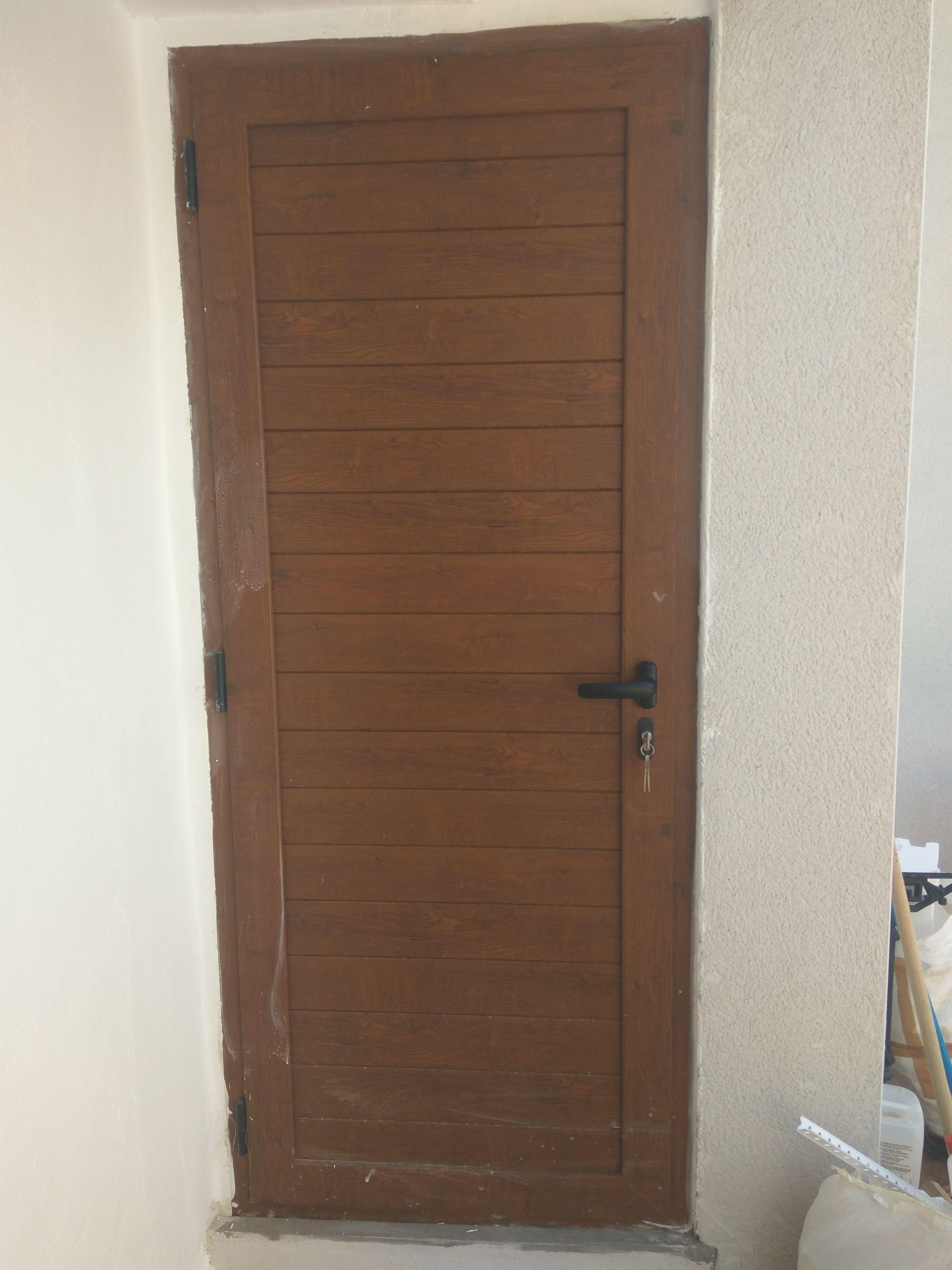 puerta de aluminio imitación madera Zaragoza