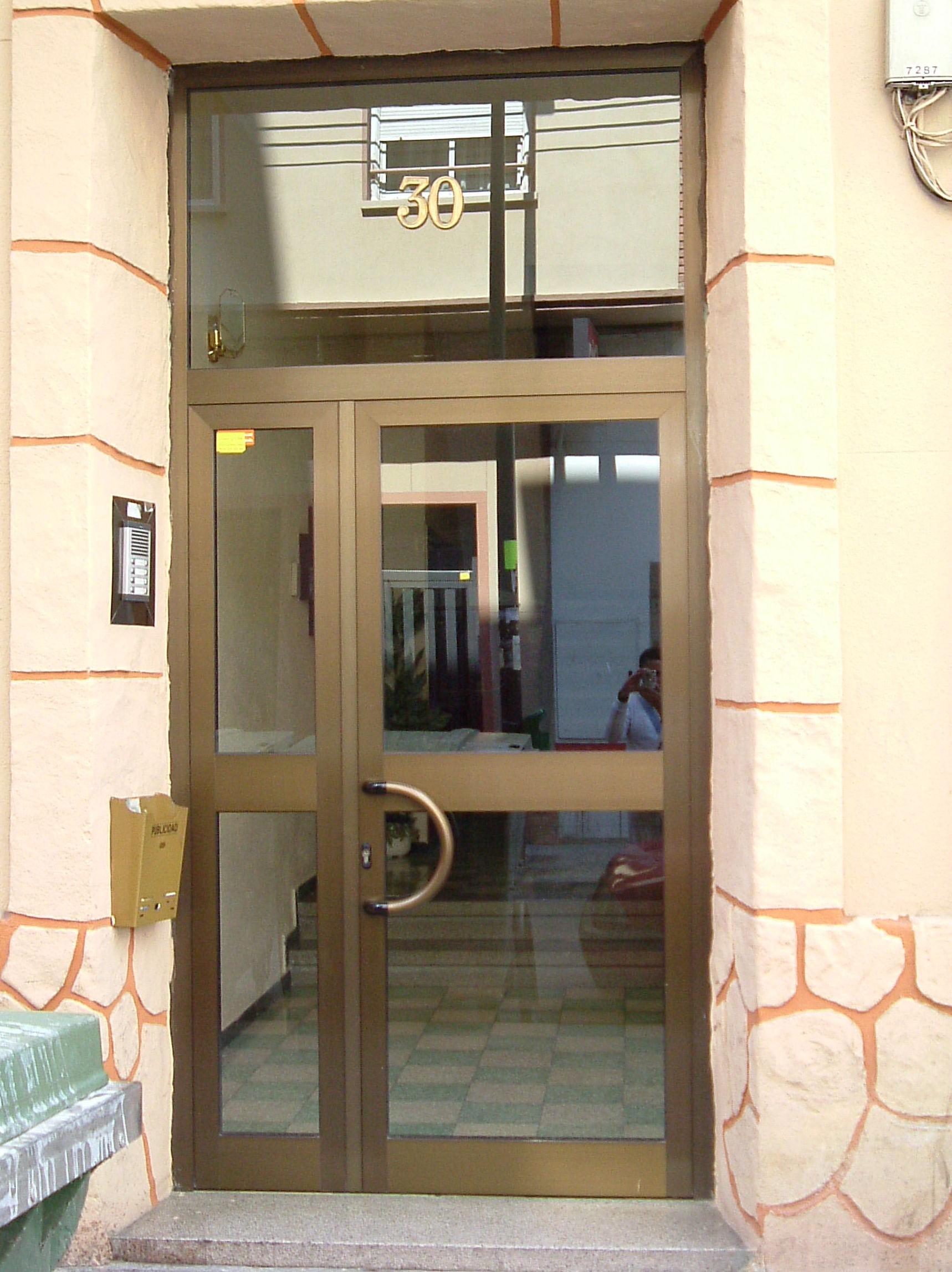 puerta de exterior aluminio Zaragoza