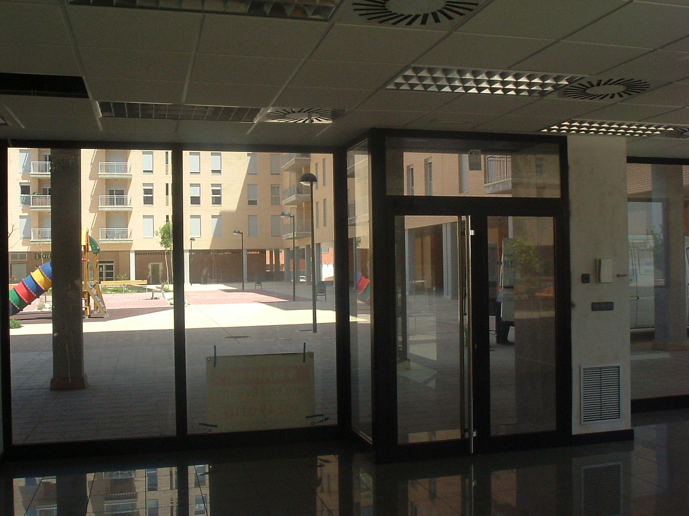 Instalaciones de aluminio en locales comerciales Zaragoza