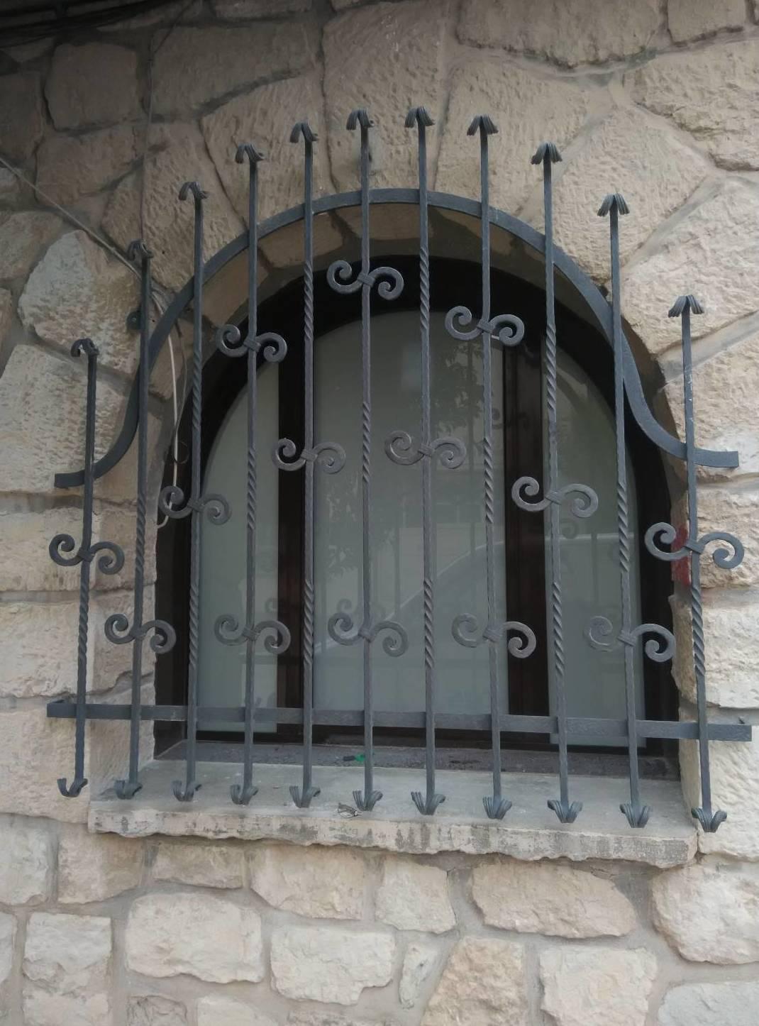 Ventana carpintería de aluminio curva Zaragoza