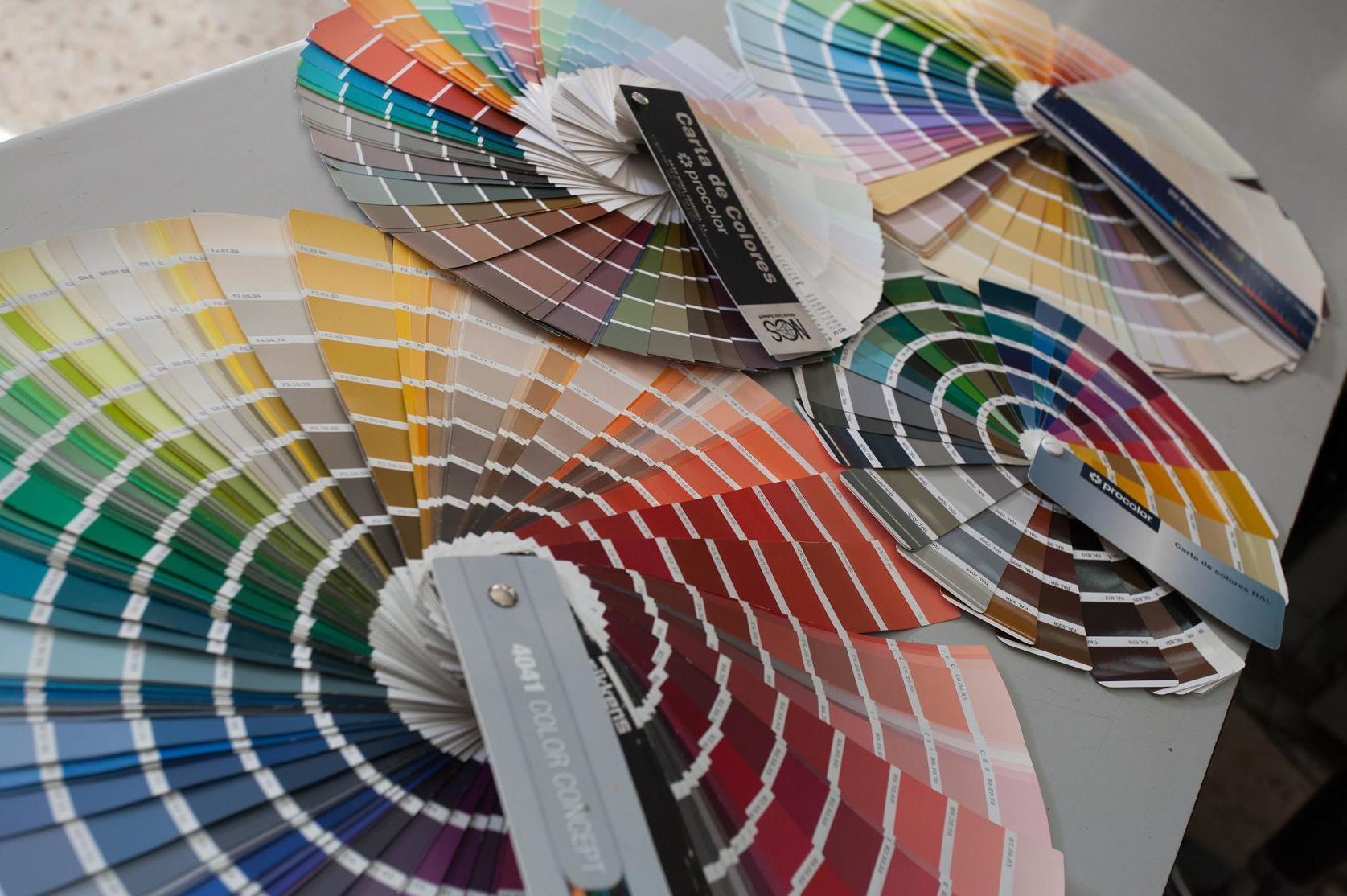 Más de veinte mil colores de pinturas. Sevilla