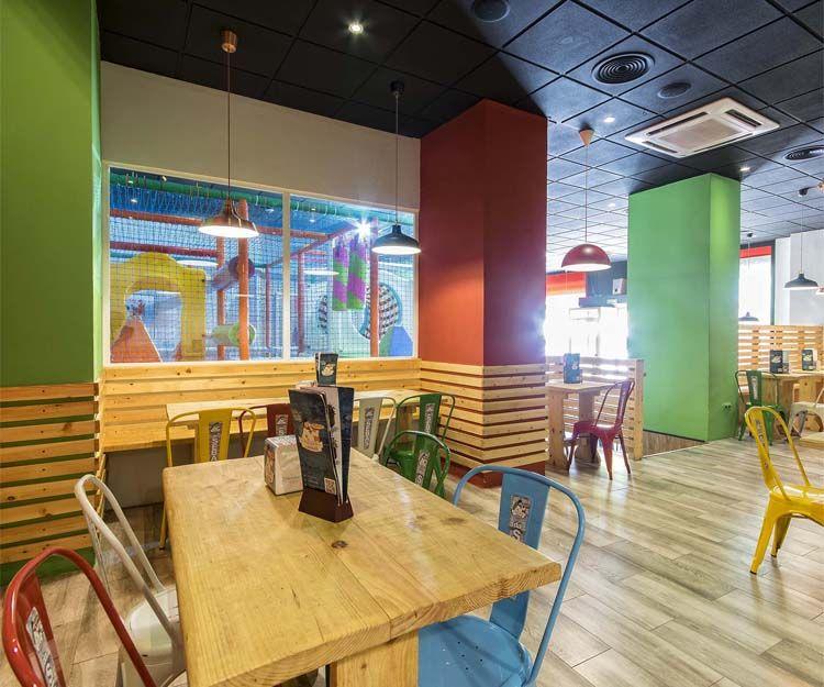 Amplio salón en Pizzería Da Sebas en Alicante
