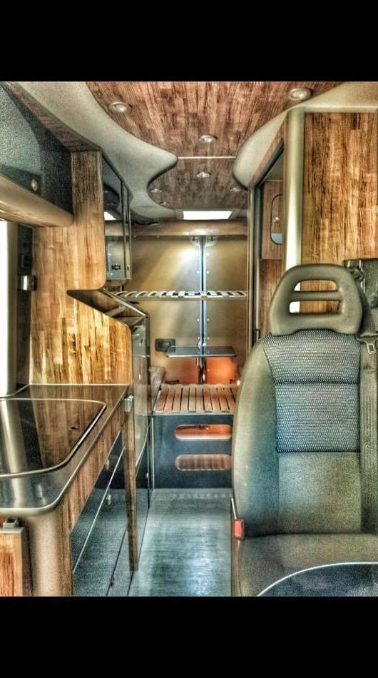 Trabajos en furgoneta camper con CNC