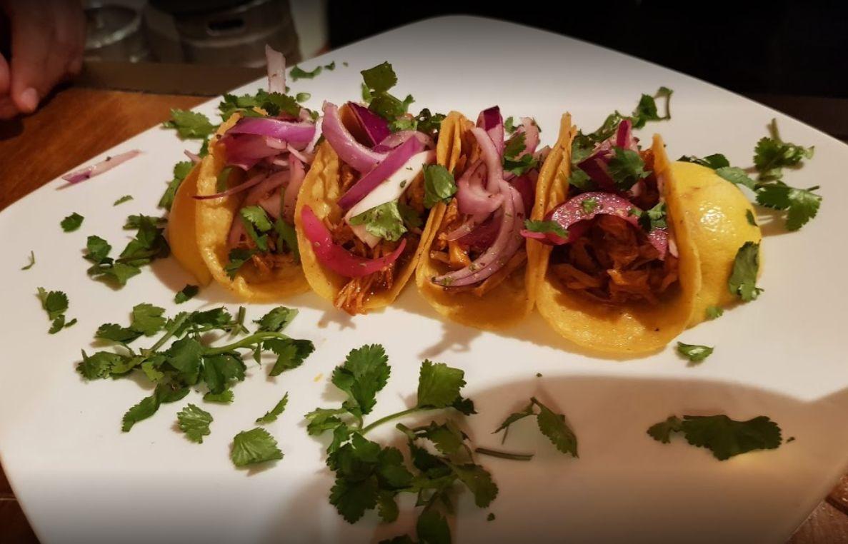 Tacos del restaurante mexicano El Nopal