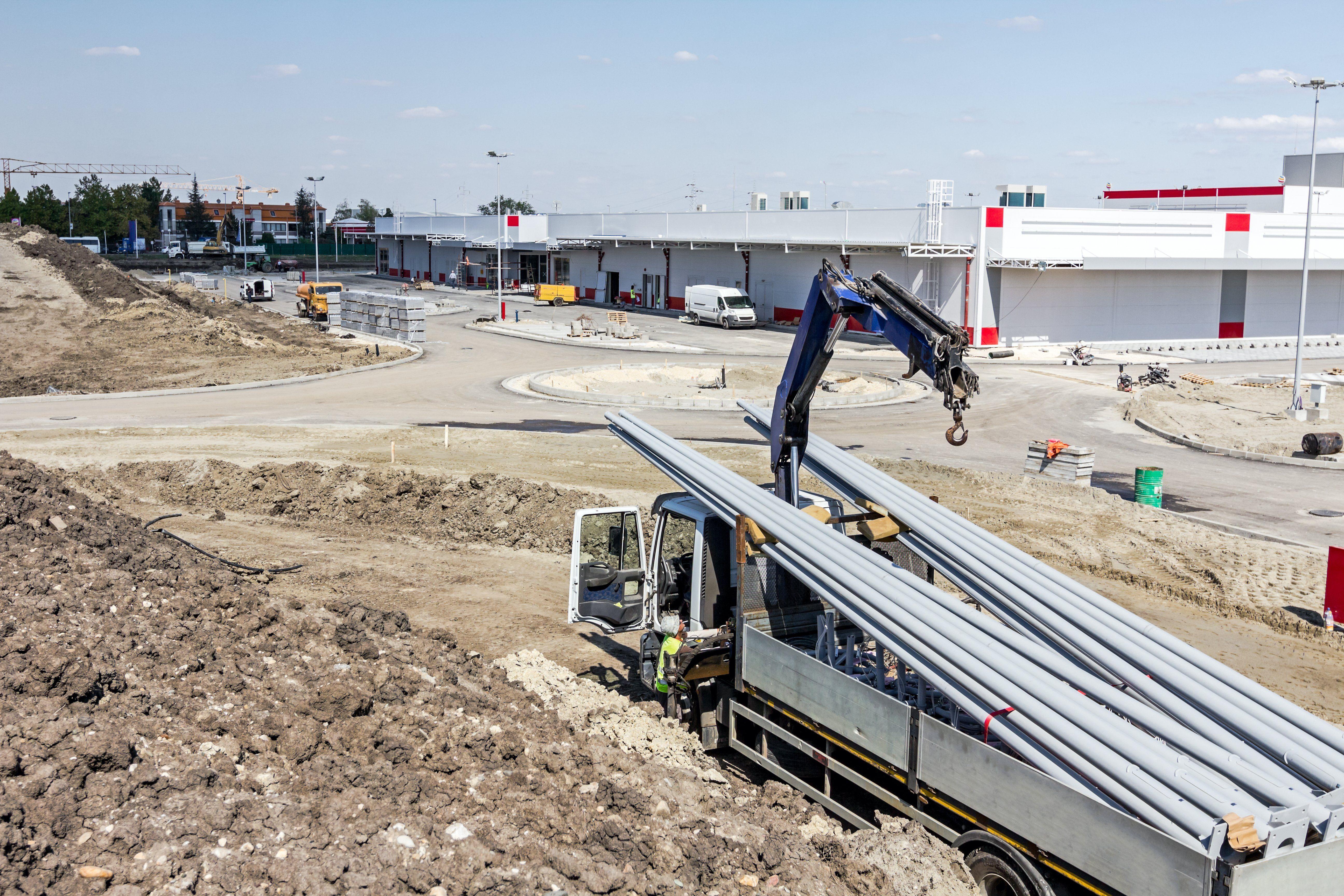 Transporte maquinaria con camión-grúa: Servicios de Construcciones Boqueixón, S.L.