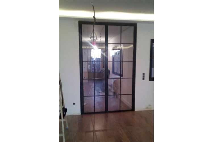 Instalación de puertas estilo industrial en Madrid