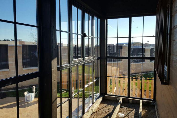 Creación de ambientes con paneles acristalados en Madrid
