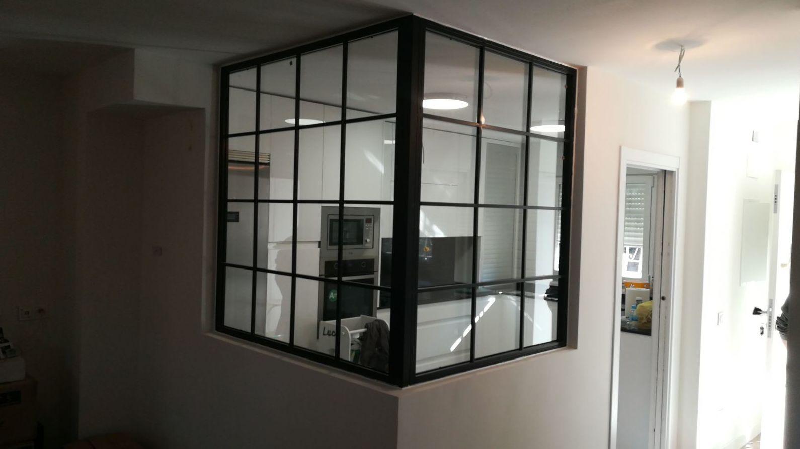 puerta de hierro acristalada estilo industrial: Nuestros Trabajos de Cerrajería Geyma