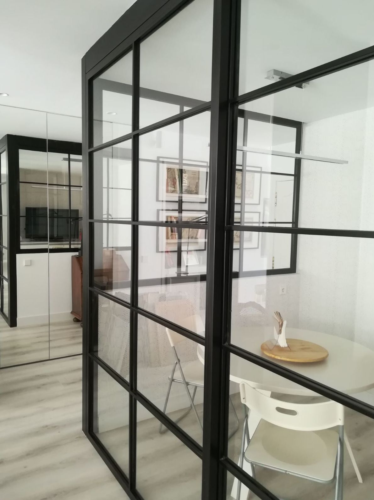 puerta corredera de hierro y cristal estilo industrial