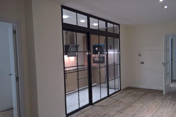 Puertas de cristal y hierro estilo industrial en Madrid
