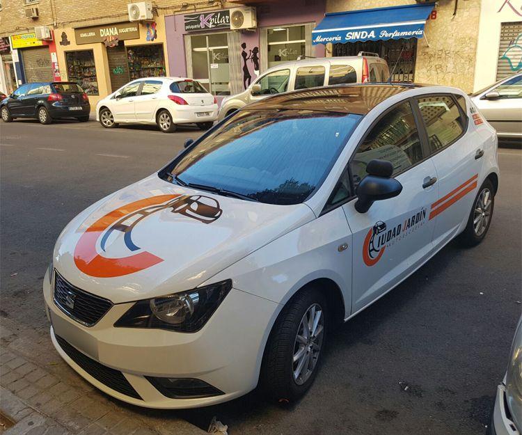 Rótulos personalizados en vehículos