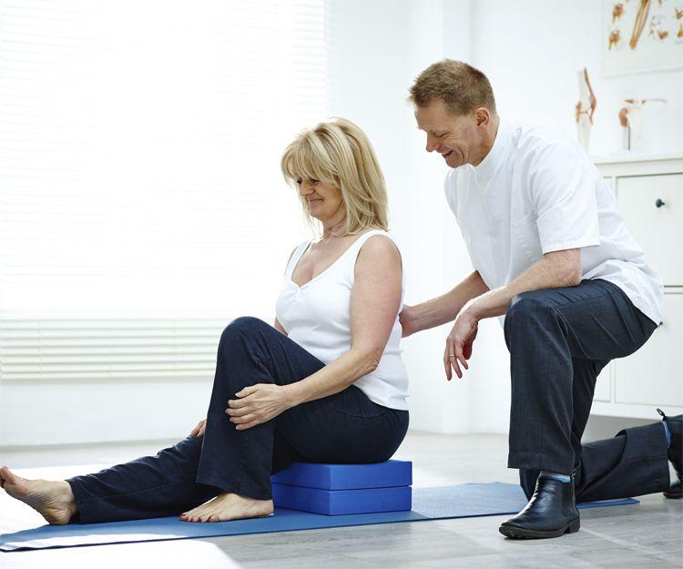 Clínica con profesionales en fisioterapia