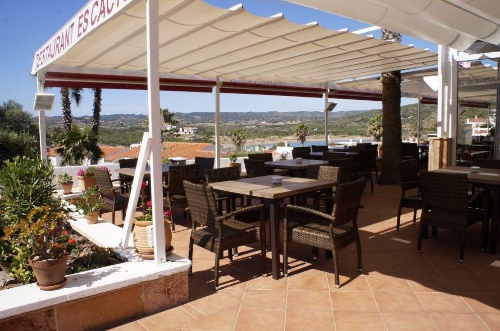 Restaurante gran terraza en Es Mercadal