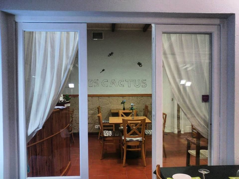 Foto 35 de Cocina mediterránea en Es Mercadal | Restaurant Es Cactus