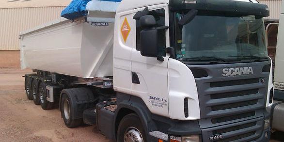 Basculantes aluminio.: Servicios de EUGENIO, S. A.