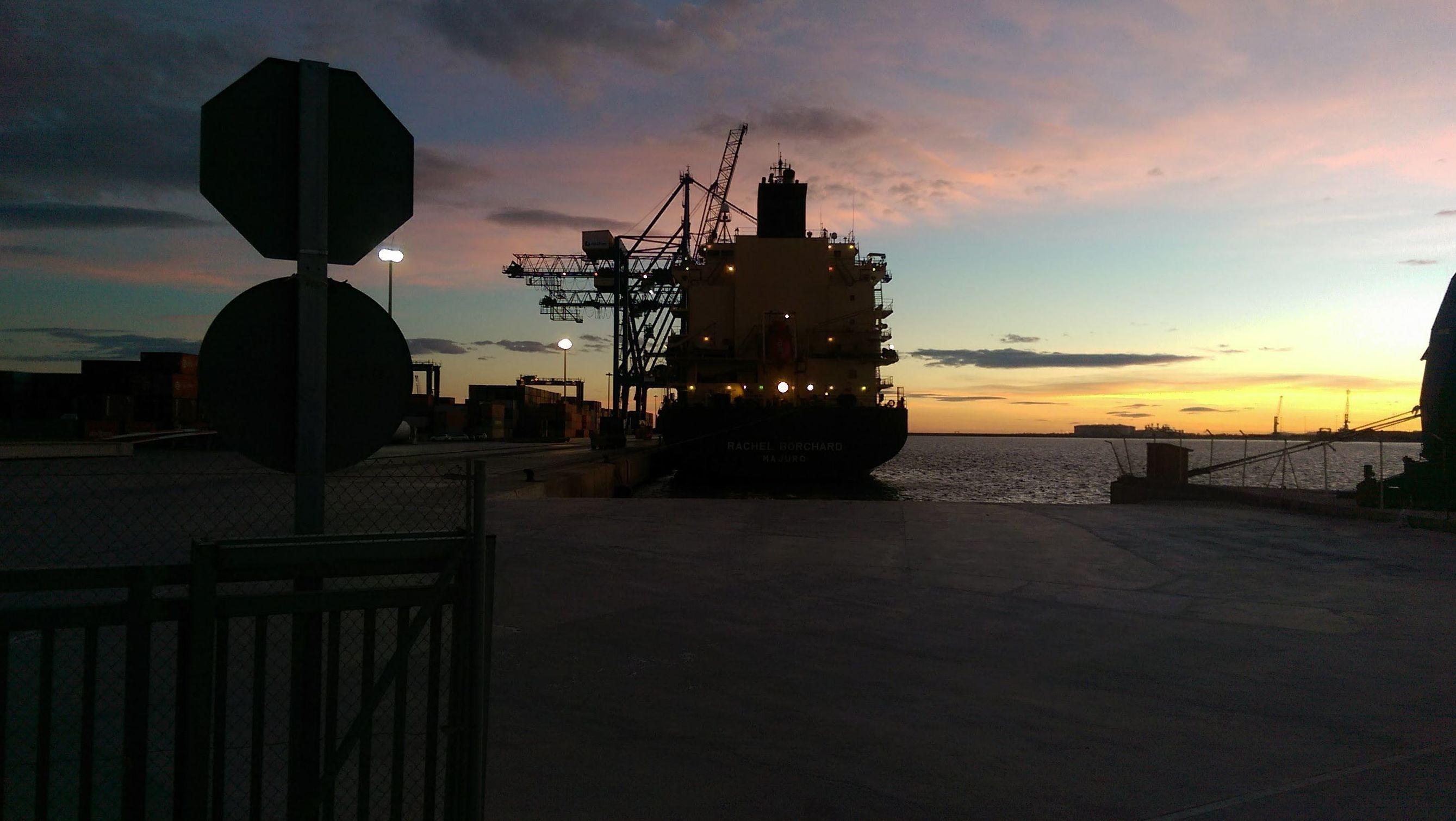 Amanecer en el puerto Castellón
