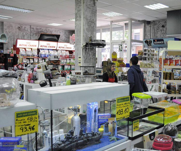 Venta de accesorios, ropa y complementos para mascotas en Santa Coloma de Gramanet