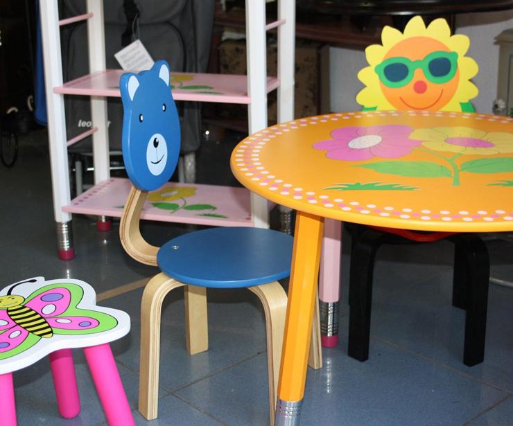 Mobiliario para niños en Sant Andreu y Via Júlia (Barcelona)