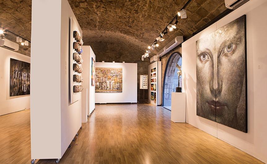 Galería de arte contemporáneo en el barrio gótico de Barcelona