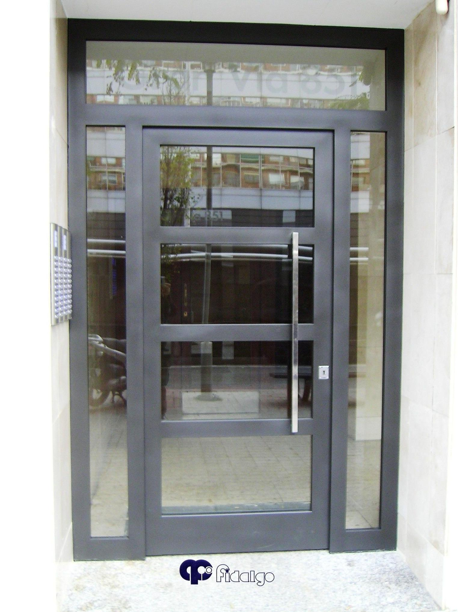 Puertas metálicas. Puertas en acero inoxidable.