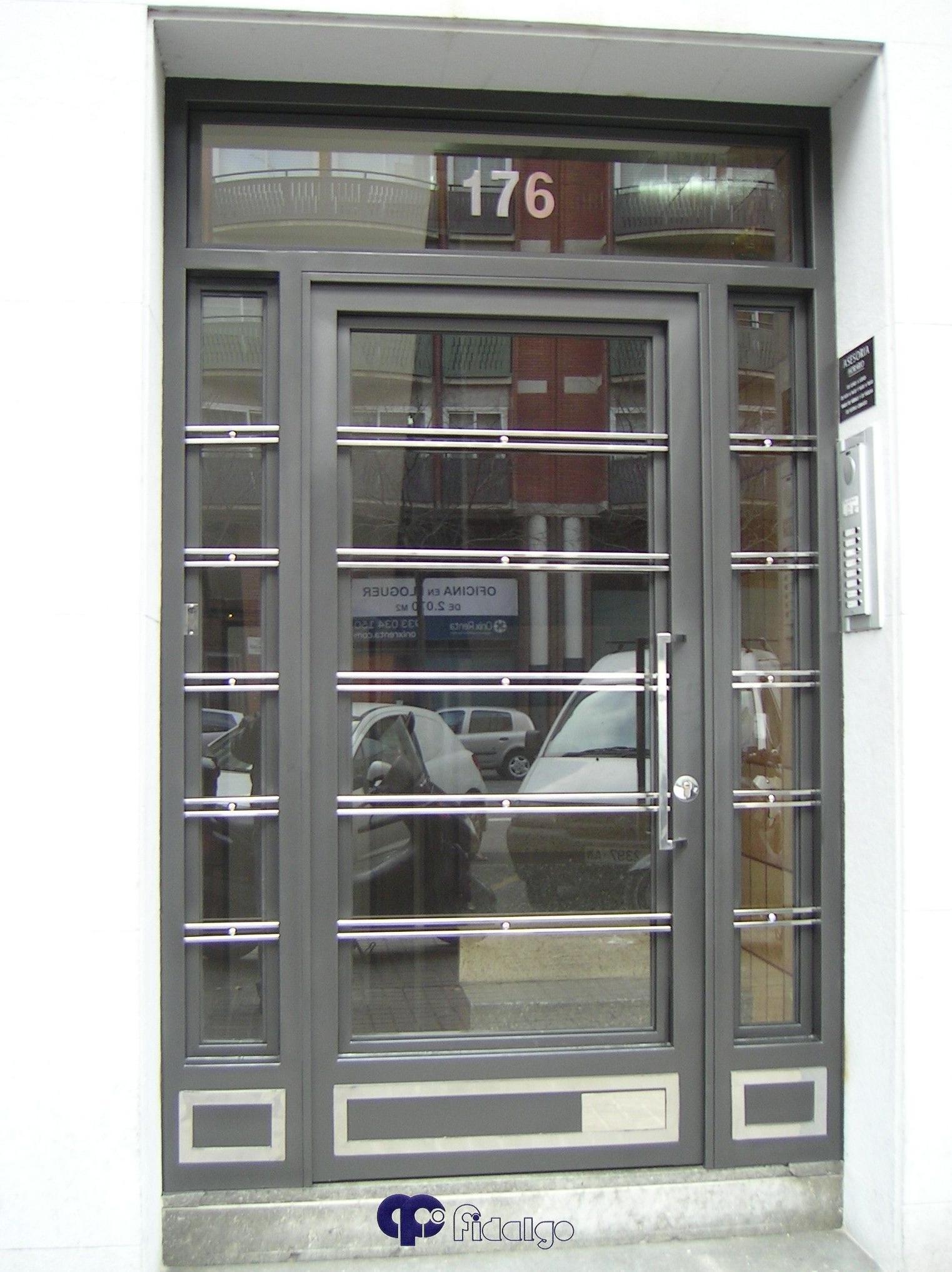 Instalación y mantenimiento de puertas de entrada.