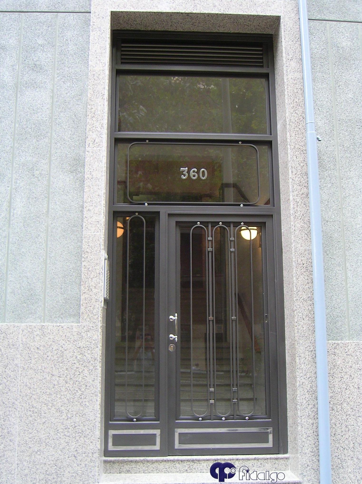 Instalación y mantenimiento de puertas de entrada. Puertas de comunidades