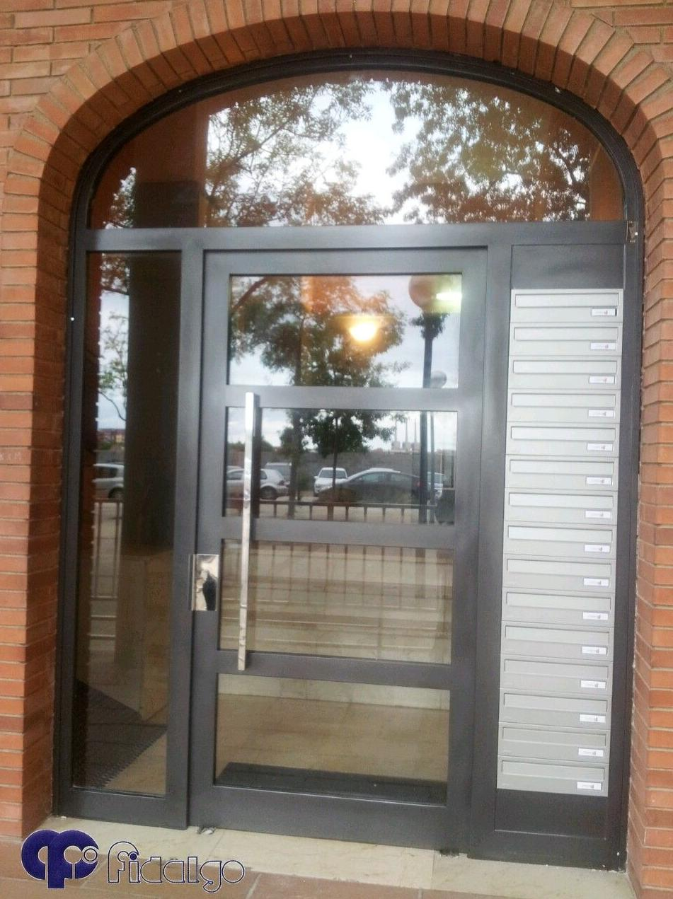 Instalación y mantenimiento de puertas de entrada. Puertas de comunidades. Puertas metálicas.