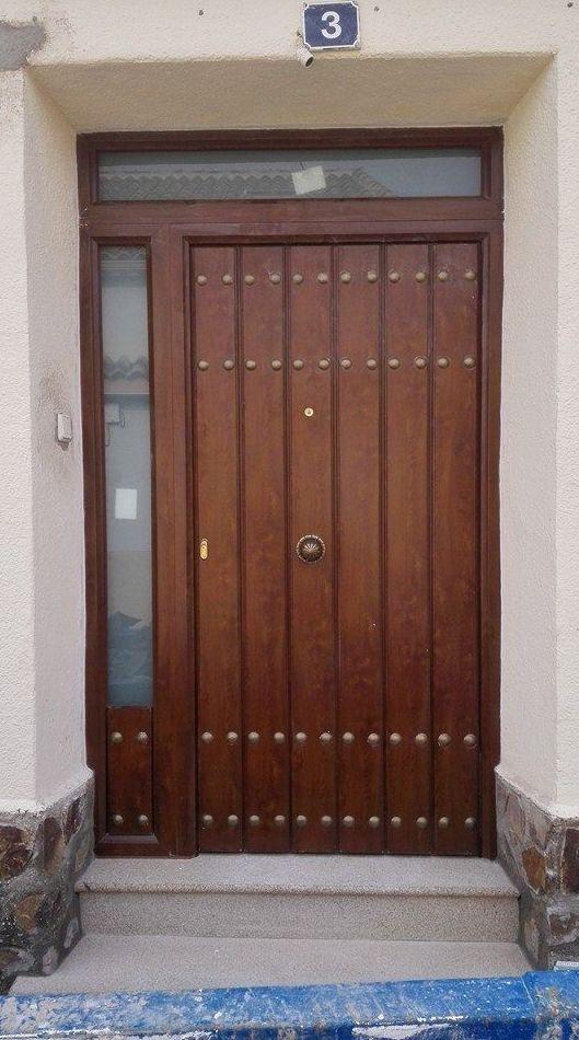 También contamos con diferentes modelos y diseños de puertas de calle.
