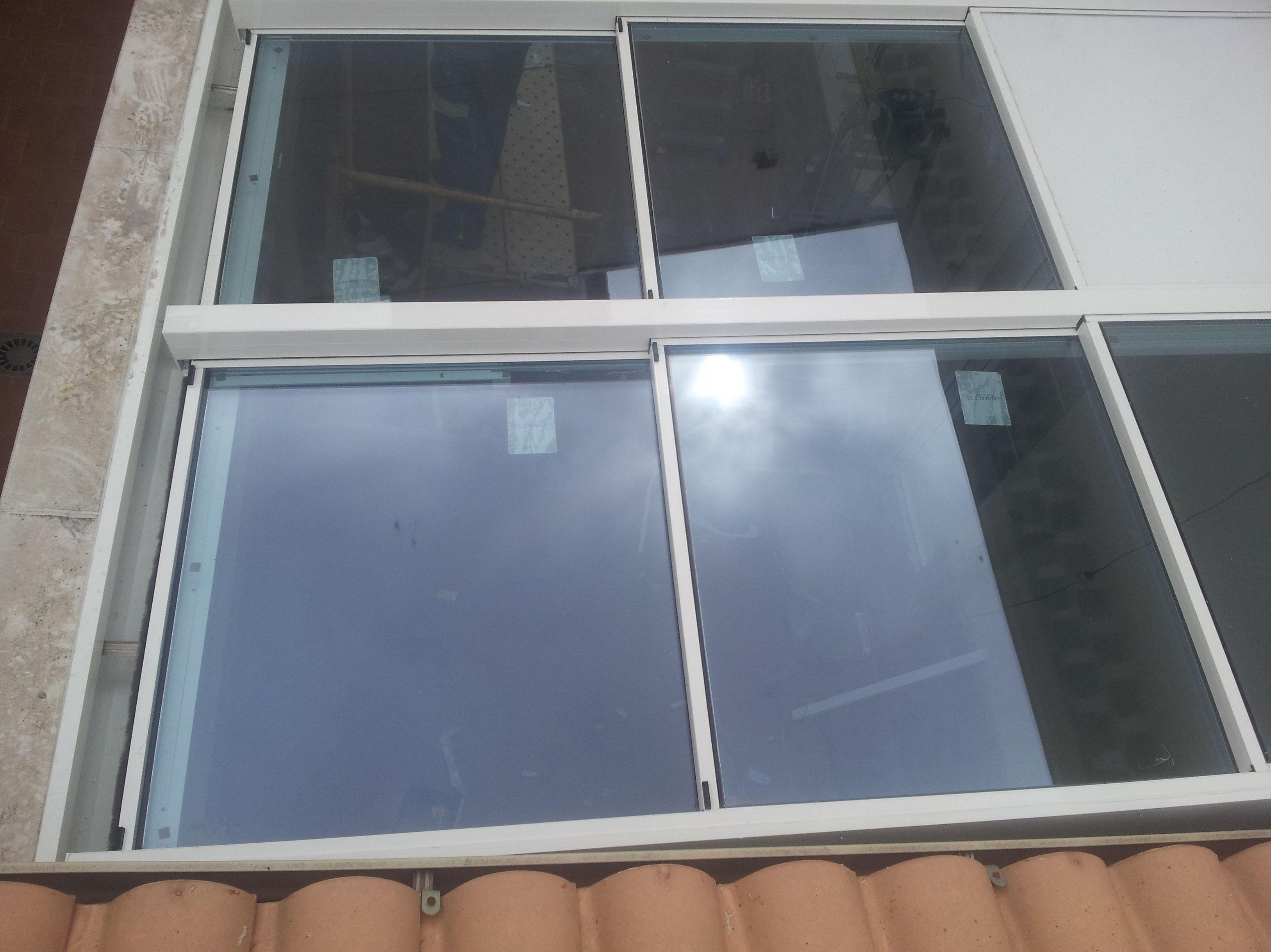 Techo Móvil con vidrio y motorizado, sin duda, una solución para aprovechar estancias en nuestro hogar, sin renunciar a estar al aire libre en determinados momentos