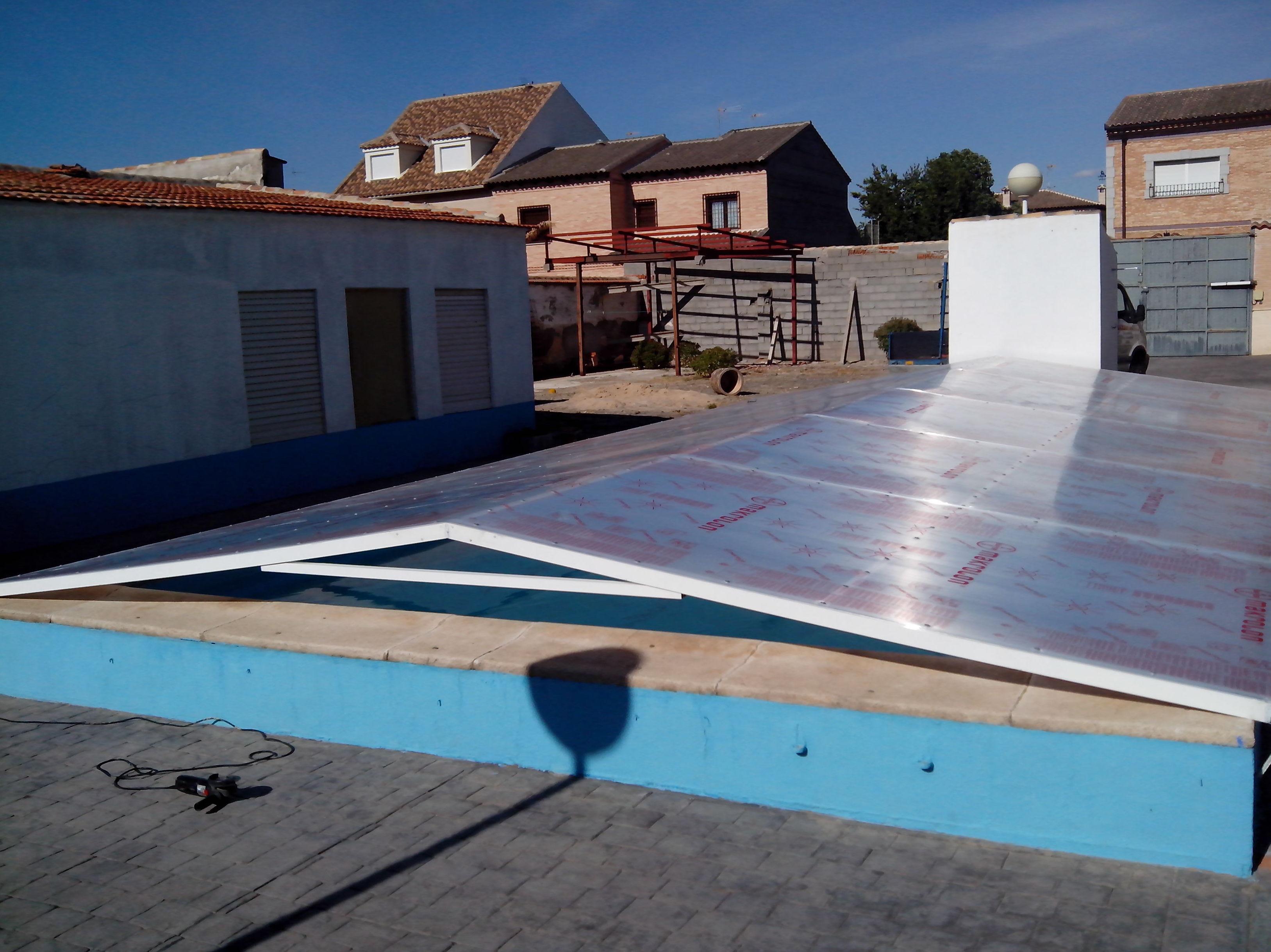 Una solución económica, para cubrir su piscina y poder aprovecharla mas tiempo durante todo el año
