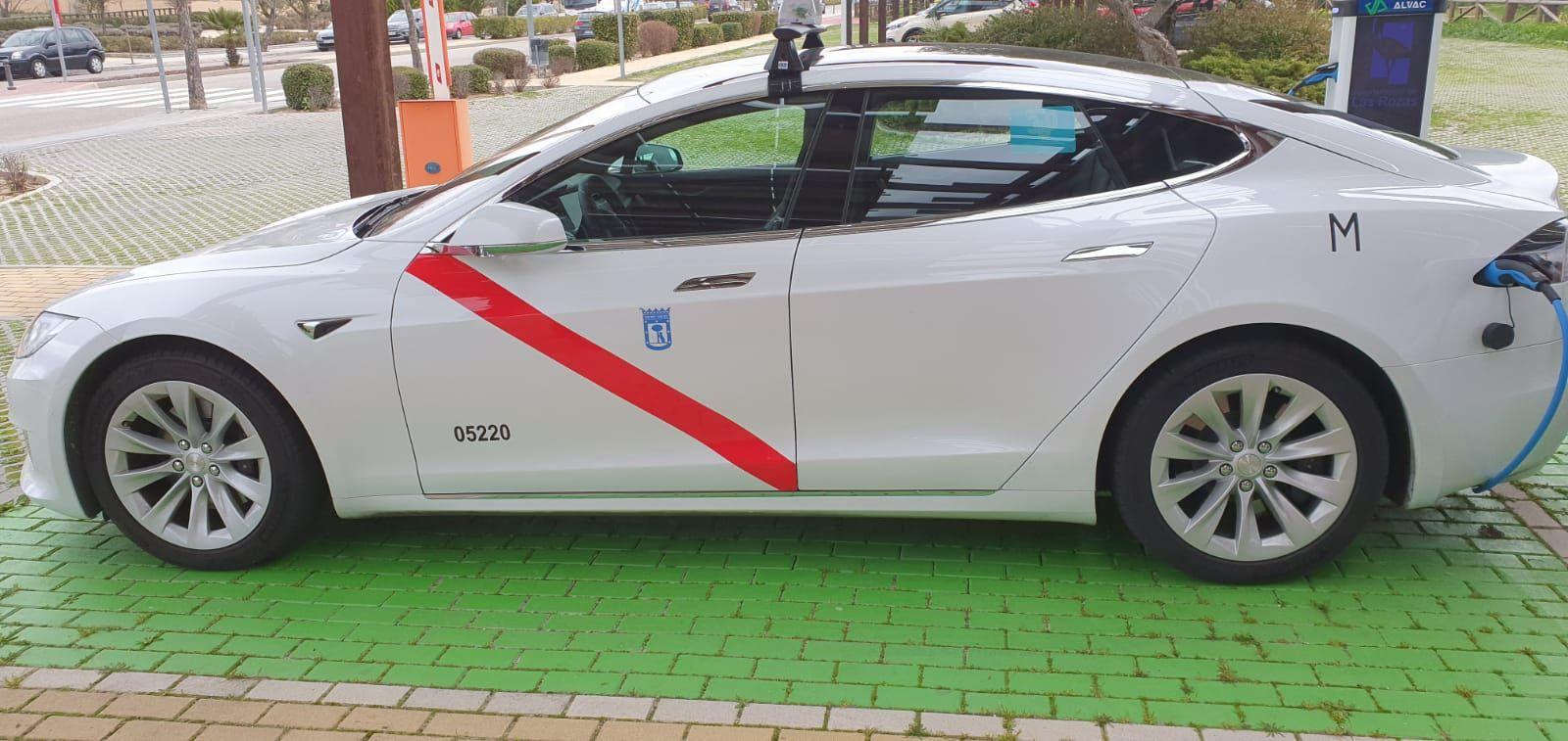 Calidad y lujo en tu taxi Las Matas: Llama y reserva tu servicio de taxi disfrutando de un servicio de calidad y lujo con un taxi Tesla.