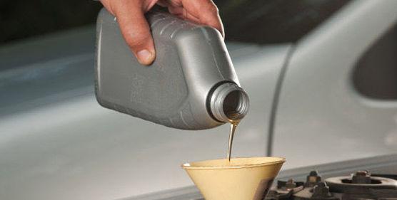 Taller de automóviles, cambio de aceite