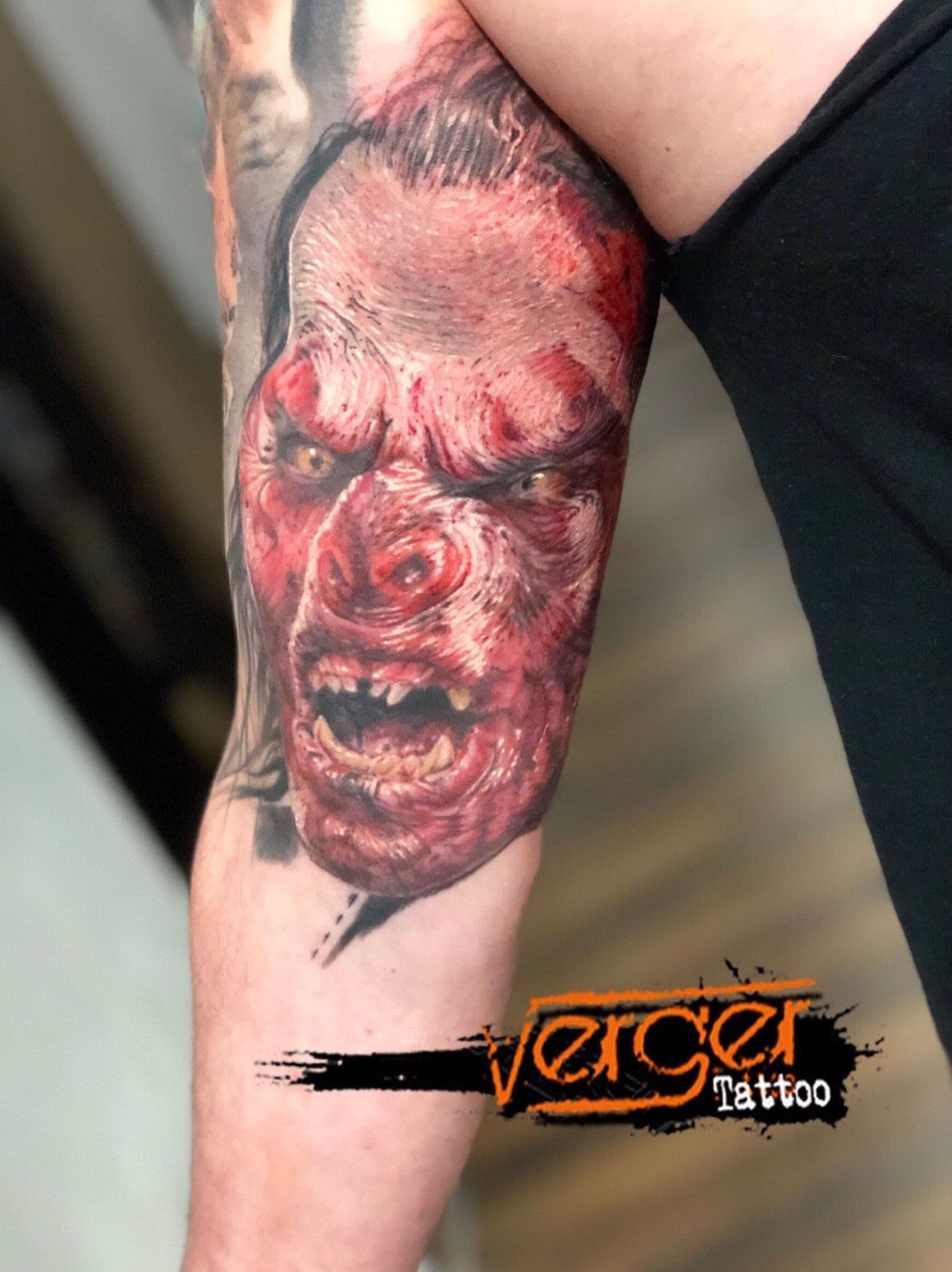 Tatuaje realismo Santander. Uruk Hai Tattoo. Tatuaje a color Santander. Verger Tattoo. JR Verger