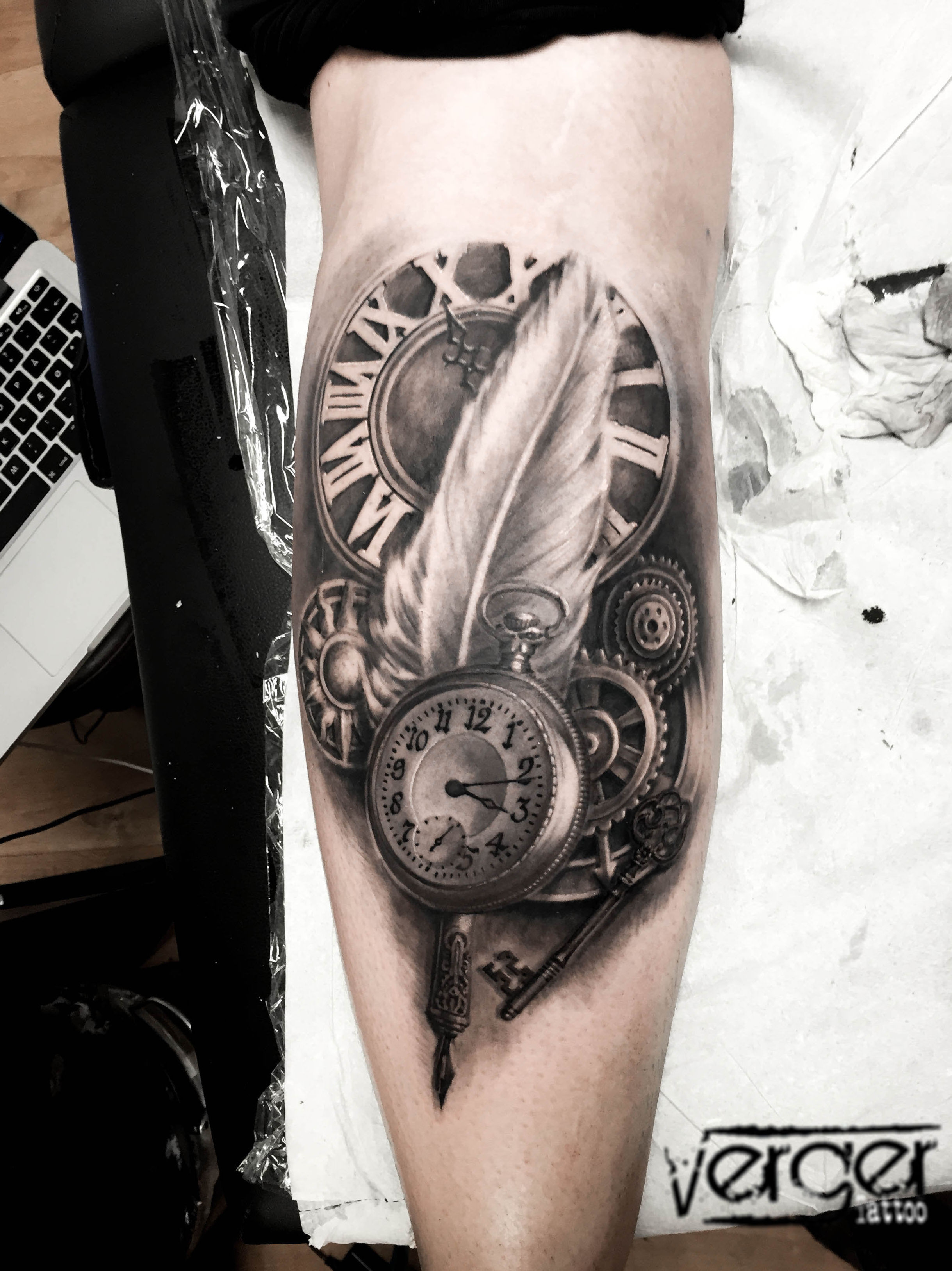 Reloj Tattoo Realista. Santander. Verger Tattoo. JR Verger