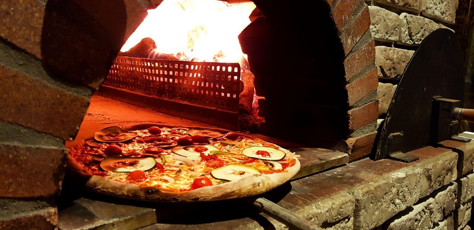 Pizza en horno de leña Barajas y Alameda de Osuna Madrid