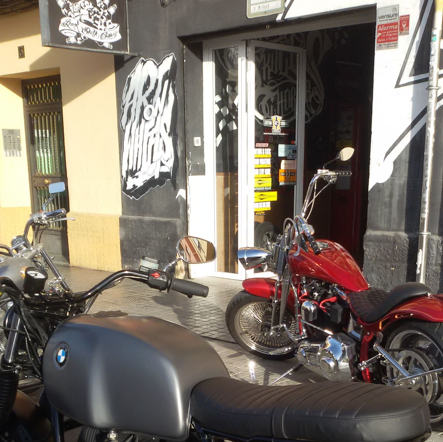 #breakskullchoppers#custom#harleydavidson#bmwmotorcycle#luxury#customizarmotosenvalencia#transformacionmotos
