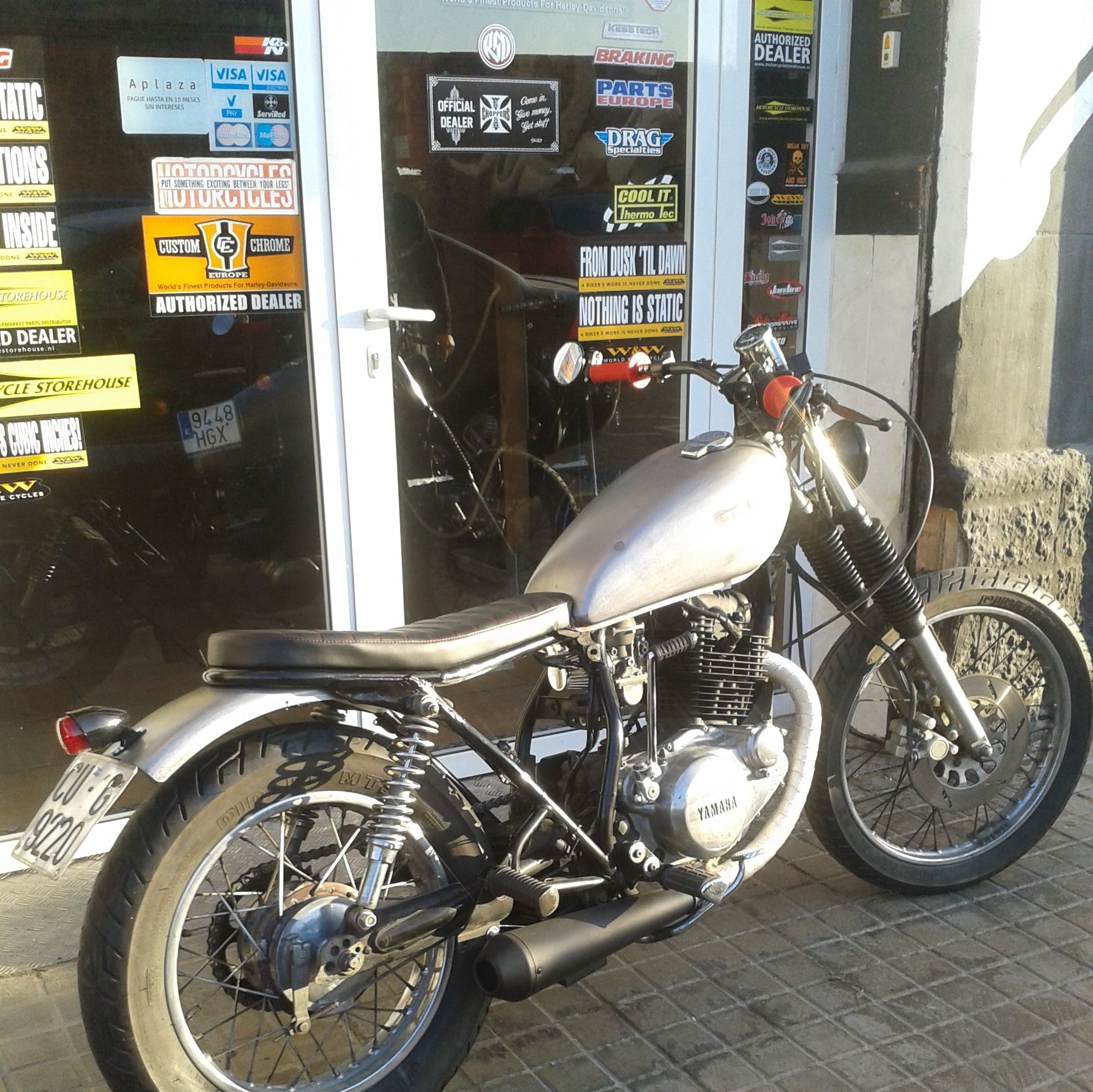 #customizar motos en valencia, customizar motos Madrid, transformacion yamaha sr250, sr250scramble, personalizar moto
