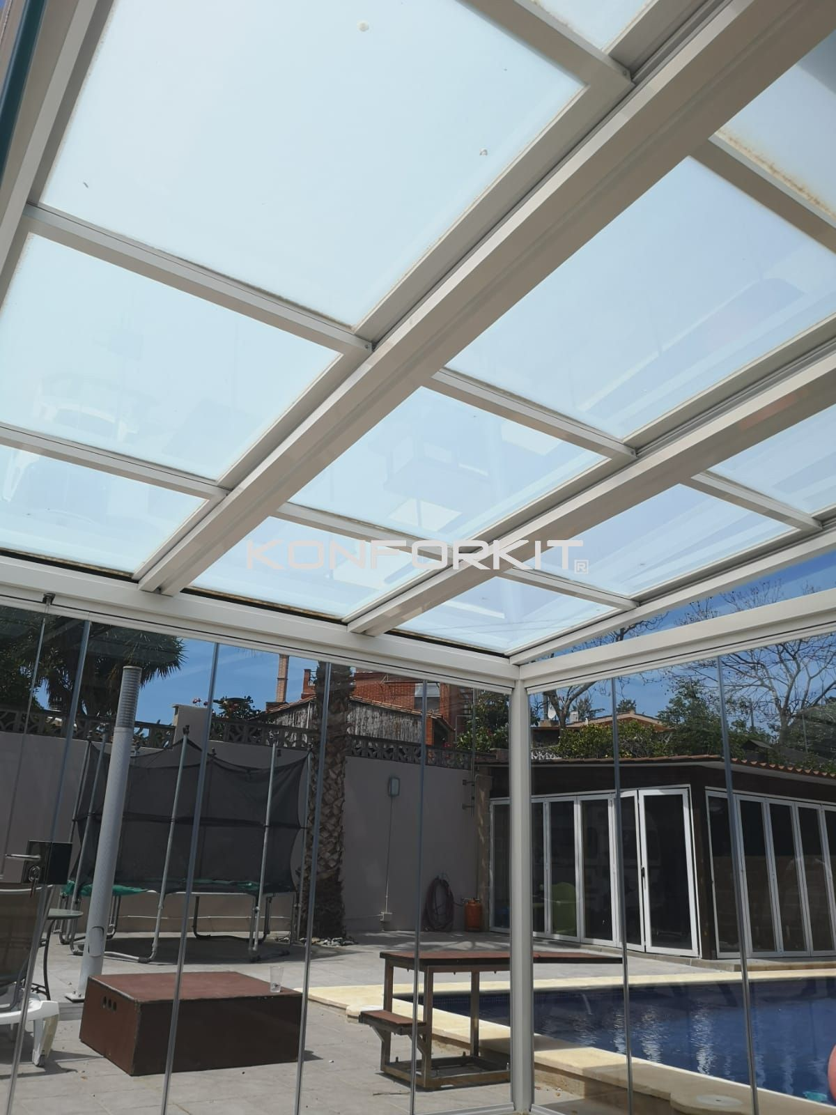 Instalación de techos móviles de diferentes materiales