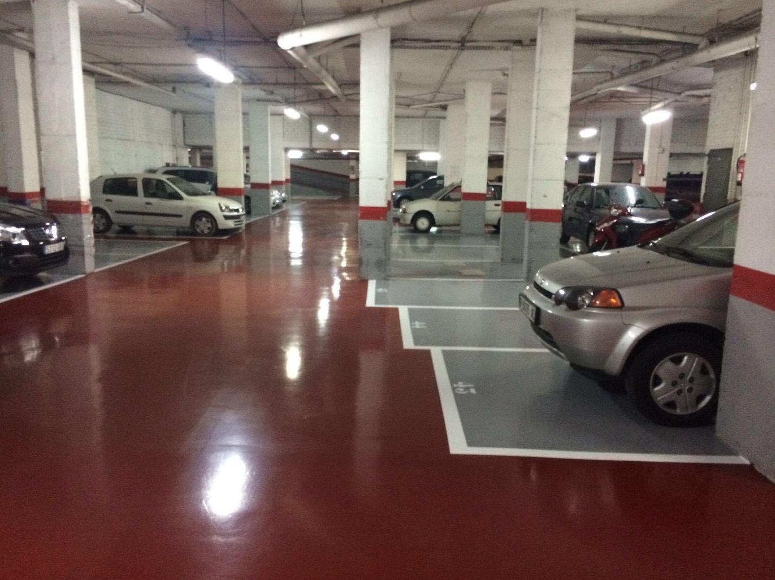 Foto 1 de Pavimentos industriales en Esparreguera | Pinturas Jurado