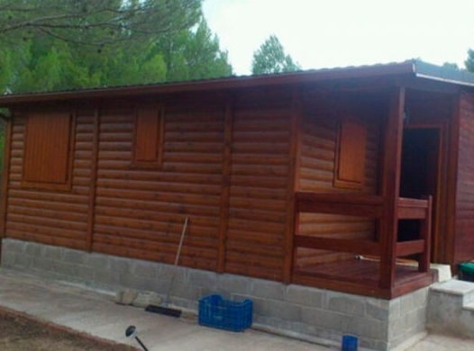 Instalación de canalón en casa prefabricada
