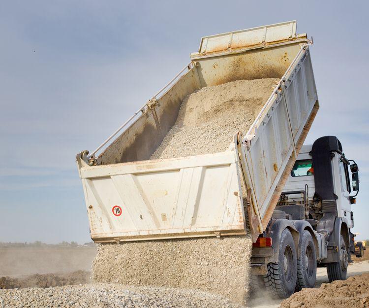 Transporte de mercancías a granel en camiones basculantes
